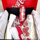 不要踩到我的可口可乐~